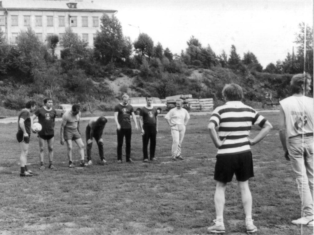 Товарищеский футбольный матч между Выборгским портом и командой одноно из финских судов ( Выборг,  стадион Водник,  80-е годы)